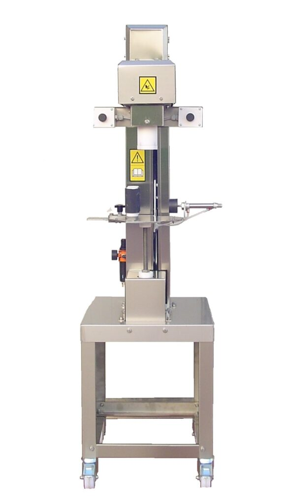 Capping machine for wine and oil bottles